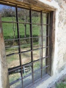 restauration à l'ancienne de la fenêtre du lavage